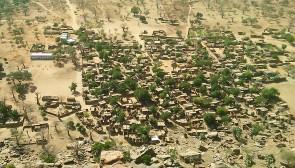 Village d'Endé Wô du haut de la falaise