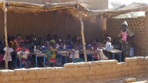 Assetou devant la classe